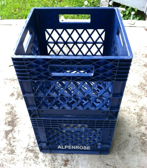 Diy compost bin blissfulbritt for Diy dustbin ideas