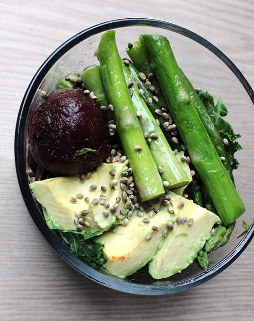 Kale, kidney beans, avocado, and asparagus. Asparagus was cooked in coconut oil was my flavor. My neighbor caught me taking this photo. It was awkward.